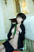Hu YunEr 胡允兒 thumb image 04.jpg